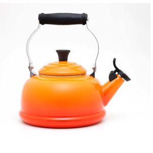 chaleira-tradicional-com-apito-laranja-le-creuset